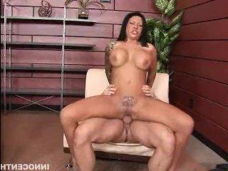 Секс баба спаивает мужыка для того чтобы его трахнуть