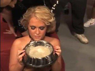 Порно про пьяных мужчин, которые кончают на блондинку и она пьет их сперму