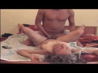 мамка трахает сына в его комнате