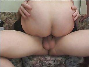 Русское порно: пьяный сын трахает мать с другом