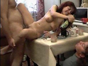 Лохматый студент устроил секс с пьяной соседкой