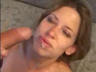 Порно по пьяне: мужик ебет у себя на диване молодую красотку