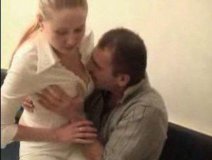 Русский инцест: пьяный отец и дочь трахаются на кухне