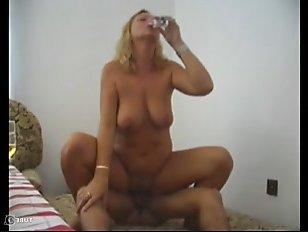Дала развести себя на секс голая и пьяная женщина: видео