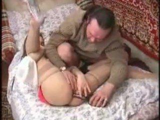 Пьяный русский секс: мужик выебал молодую девушку в чулках