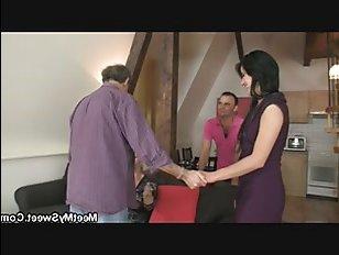 Домашнее порно: пьяные зрелые занимаются сексом с девушкой