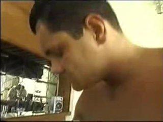 Мускулистый парень трахнул пару бразильских голых и пьяных женщин - видео
