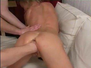 Зрелая мамаша глотает сперму своих любимых сыновей после ебли