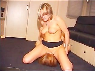 пьяные лесбиянки лижут киски друг друга